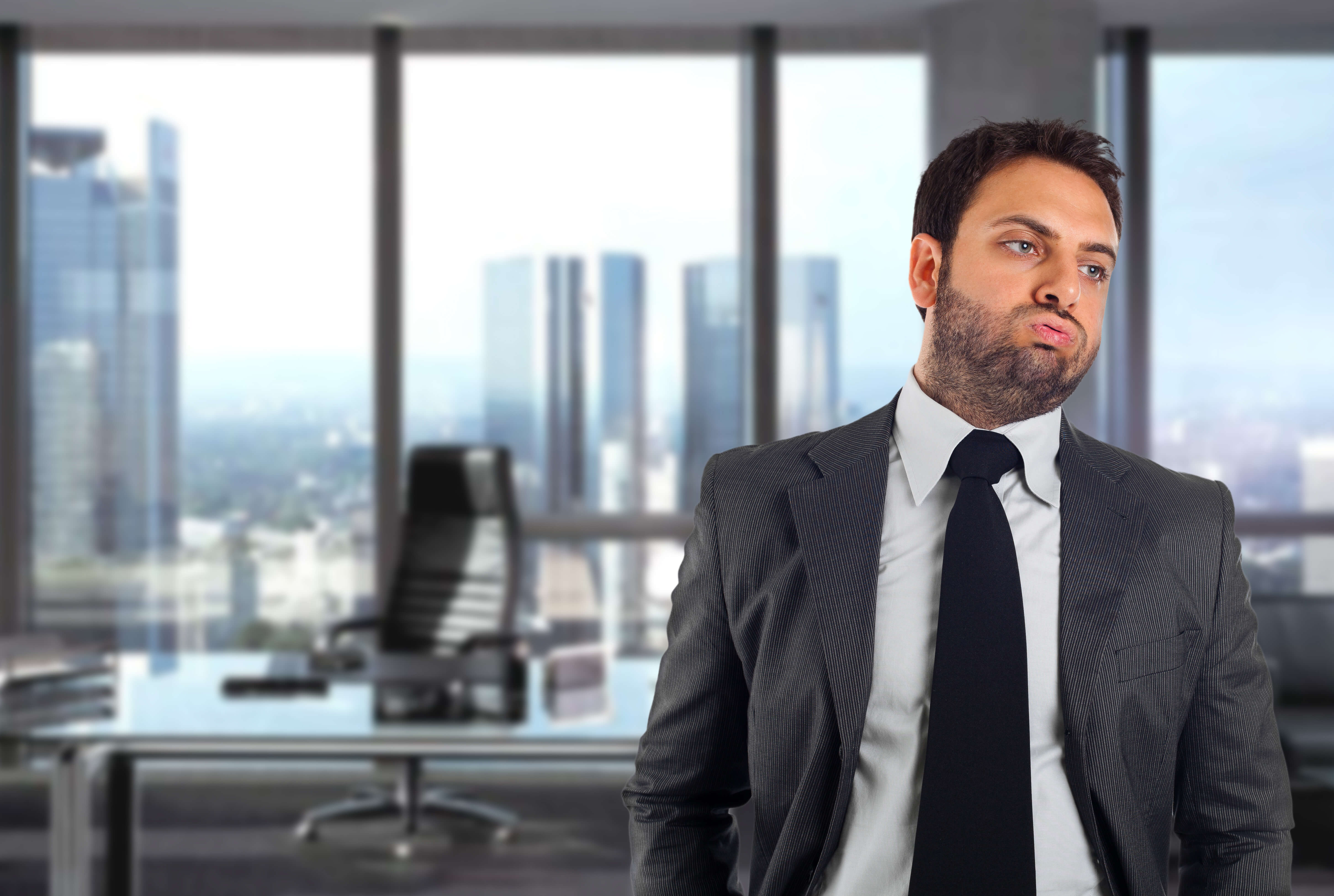 picture of a disengaged employee who needs employee engagement training